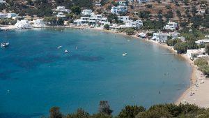 Sifnos, île des Cyclades, plage et village de Vathi