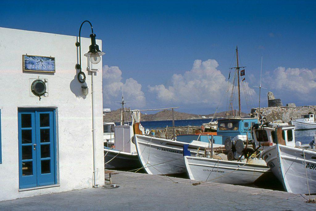 paros port naoussa